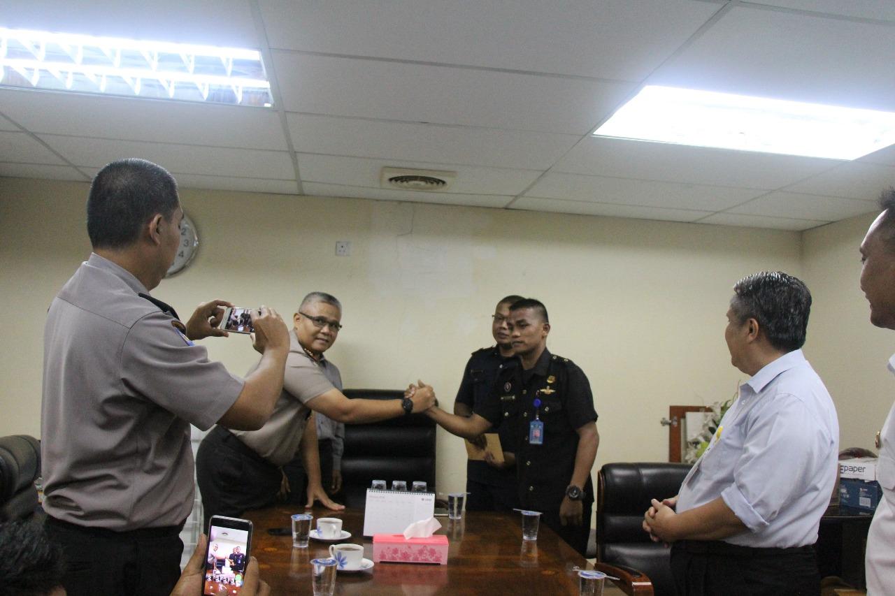 Dir Binmas Polda Kepri beri apresiasi kepada security PTP unit Nagoya Hill Mall atas pengungkapan pencurian Mobil