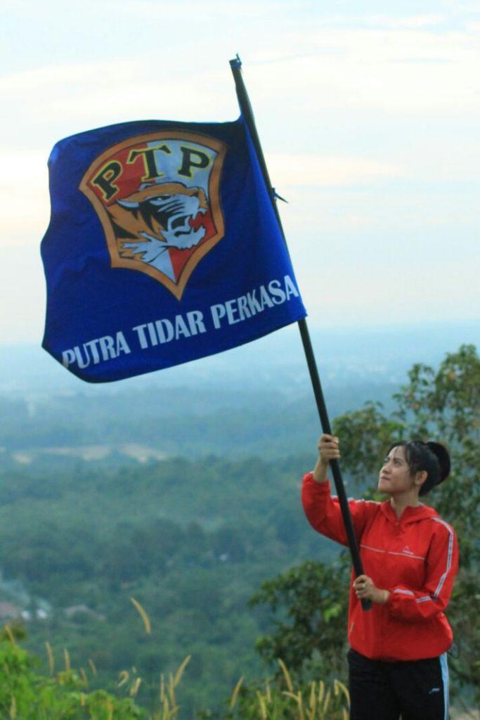 hari Kartini Secwan PTP mengibarkan Bendera PTP