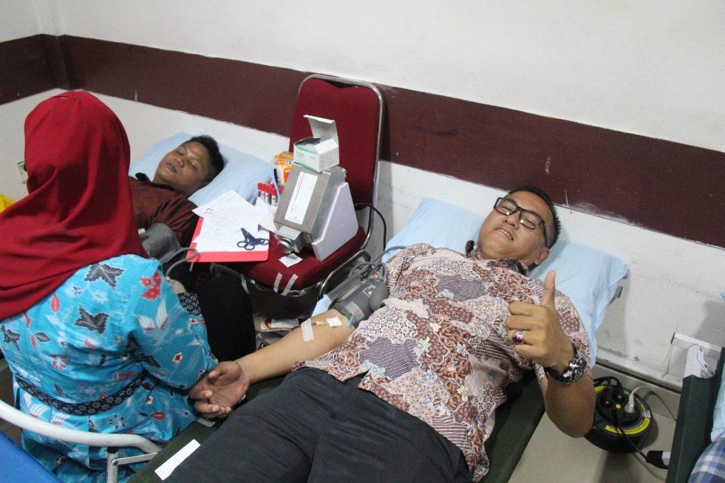 Dirut Ikut Donor Darah