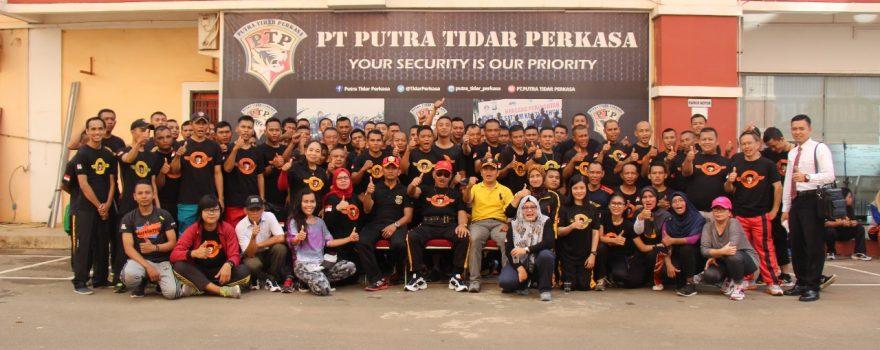 Foto Senam Zumba PT. Putra Tidar Perkasa bersama Komisaris Utama Mayjen (Purn) H. Sudiyono PS