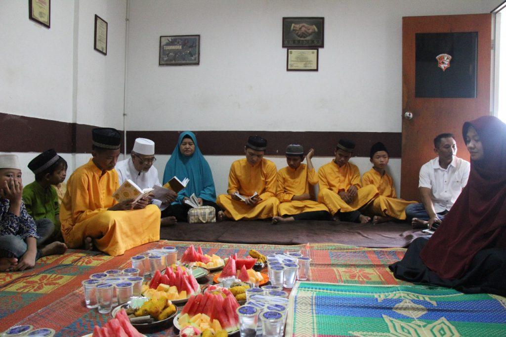 mengundang anak panti asuhan untuk berdoa bersama dalam rangka silahturahmi menyambut bulan suci ramadhan 1439H