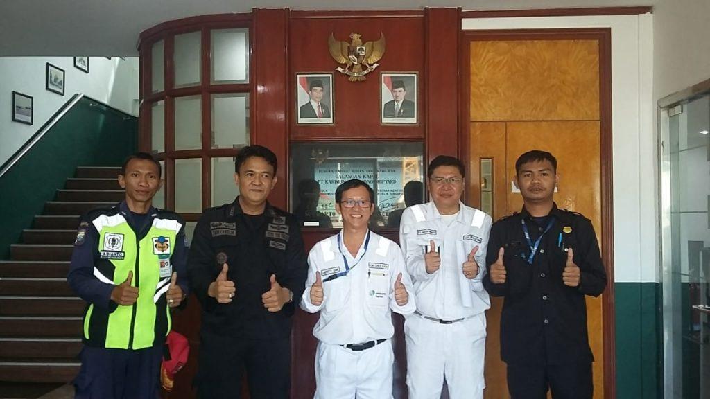Foto bersama manajemen PT KSS dengan Satpam PTP