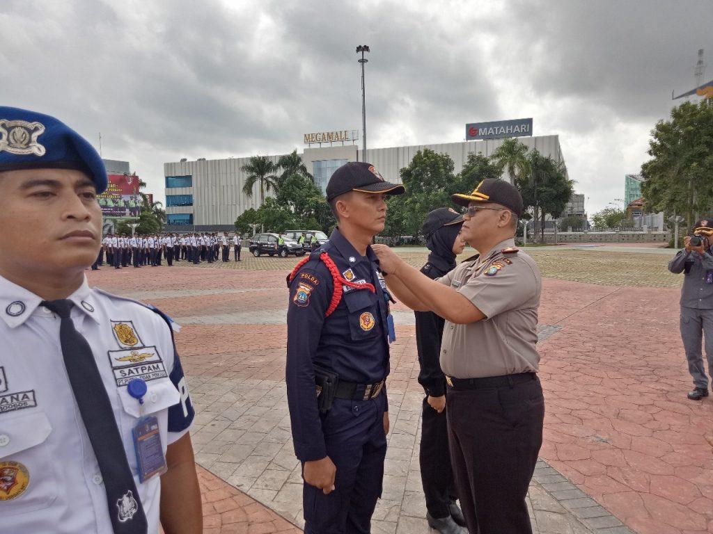 Penyematan Pita oleh Dirbinmas Polda Kepri - Jasa Satpam Batam