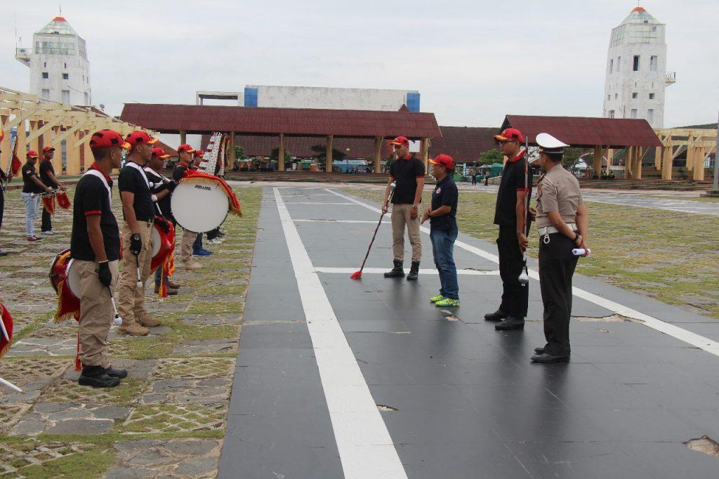 Drumband Satpam Canka Putra Perkasa hadiri acara Hut Bhayangkara ke 72 di Tanjung Balai Karimun