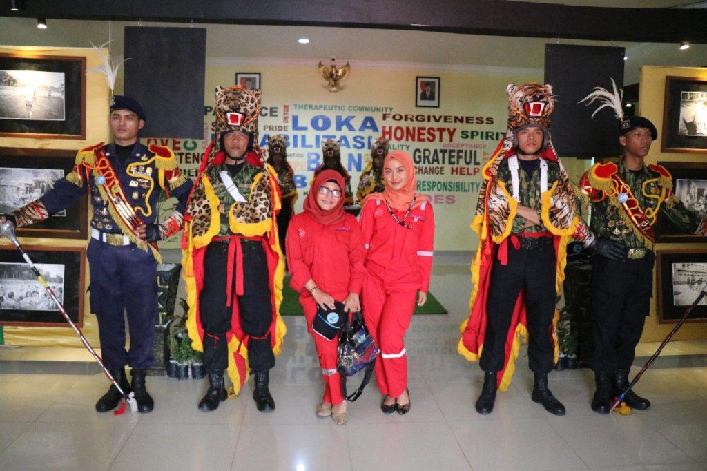 Foto bersama personel Canka Putra Perkasa - Drumband Satpam