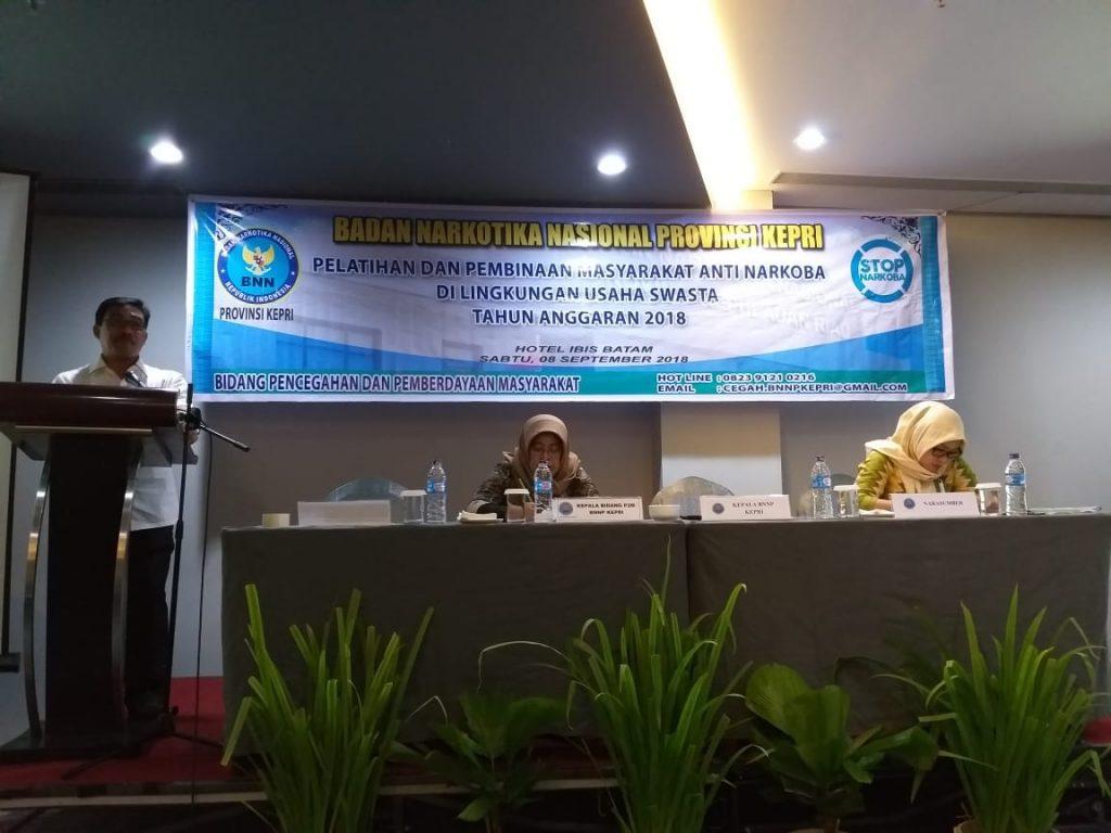 Kepala BNNP Kepri membuka Bimtek di IBIS Hotel Batam