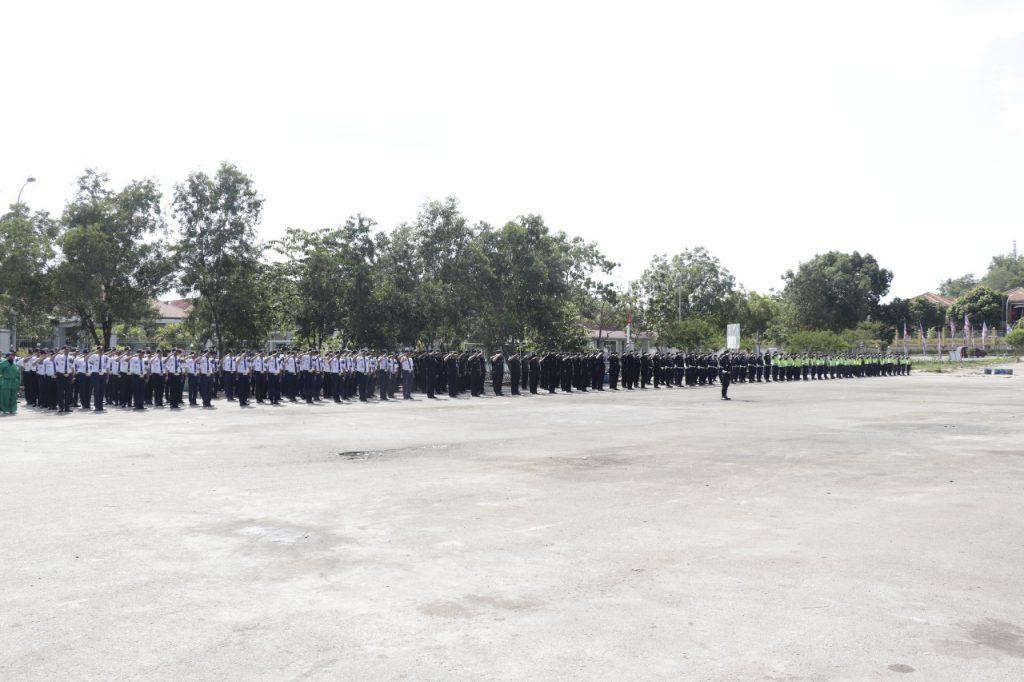 Satpam PTP melaksanakan upacara bulanan di WT Batam
