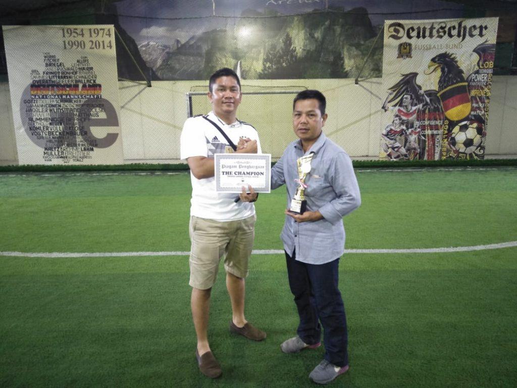 Macan Tidar FC mendapatkan Piala dan Sertifikat