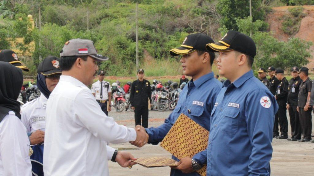 Pemberian Penghargaan oleh Kepala BNNP Kepri kepada Relawan Anti Narkoba PTP
