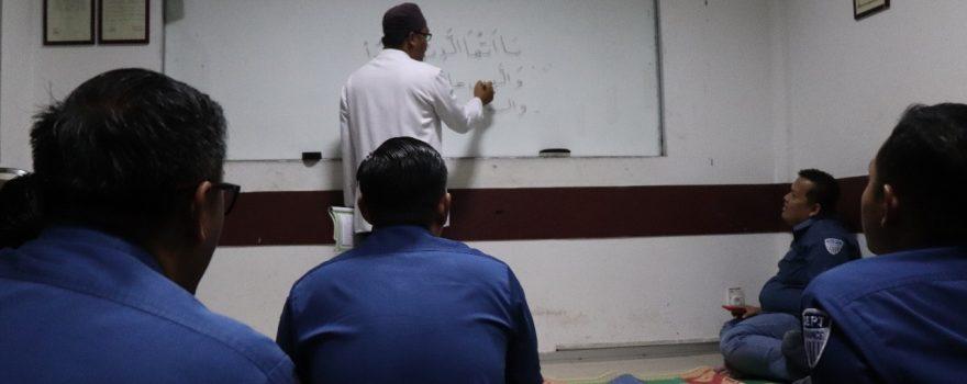 Ustadz Rizal mengajar ngaji manajemen PTP