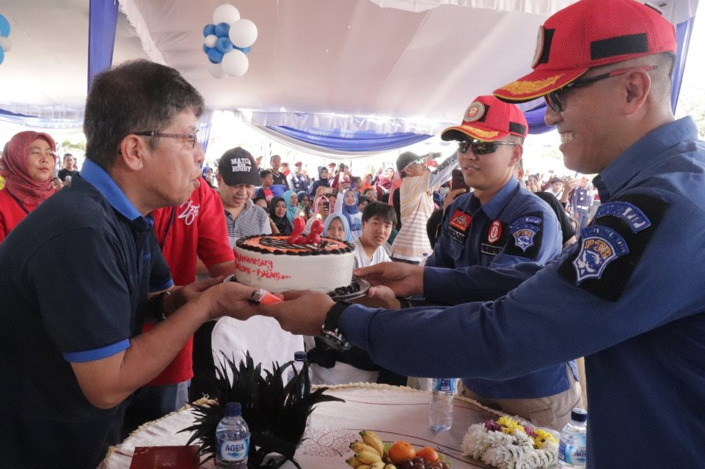 Kejutan untuk Presiden Direktur PT Sumitomo Batam oleh Dirut PT. Putra Tidar Perkasa