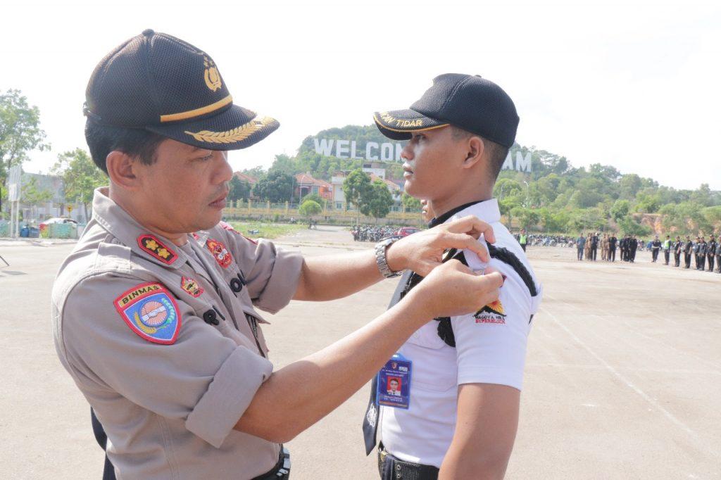 Penyematan Pita tanda Ops Lilin Tidar di Gelar - Pengamanan Natal dan Tahun Baru