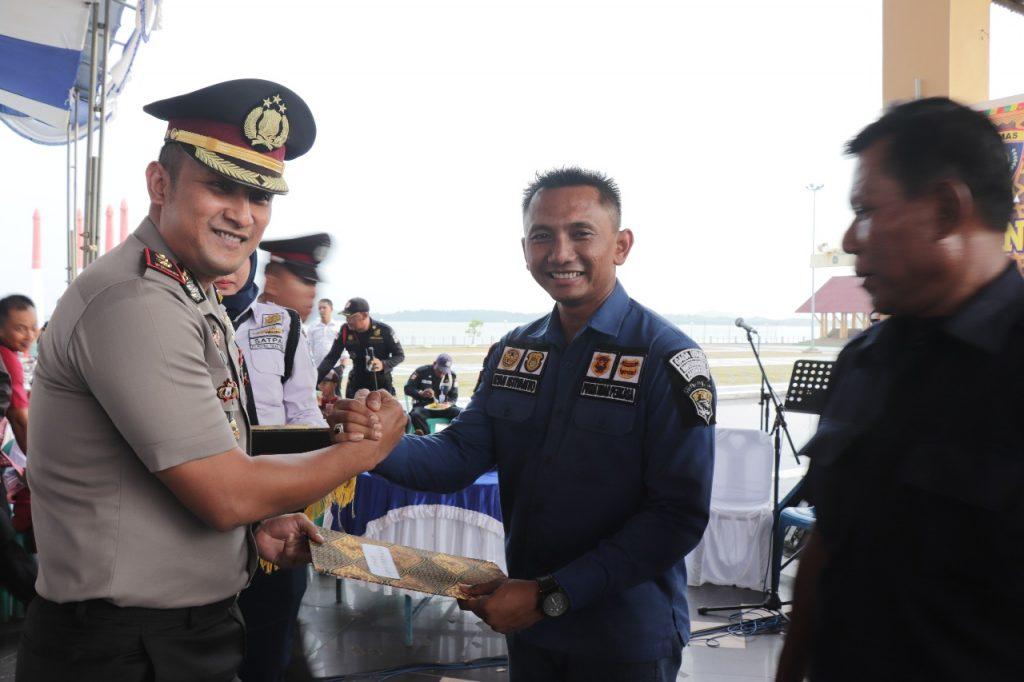 Dirops PTP terima penghargaan pada HUT Satpam ke 38 di Karimun