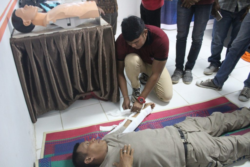 Praktek Training First Aider - Petugas P3K
