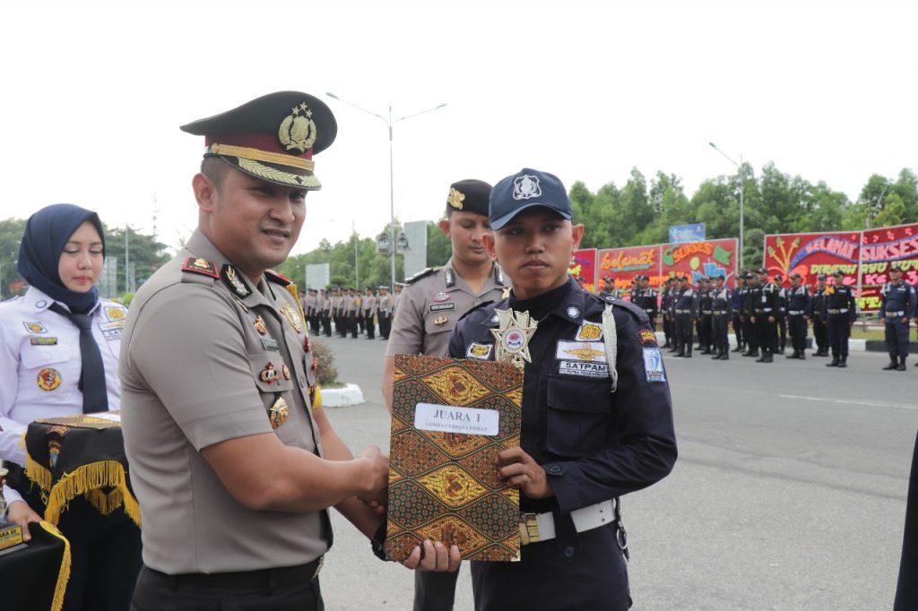 Satpam PTP terima penghargaan dari Wakapolres Karimun