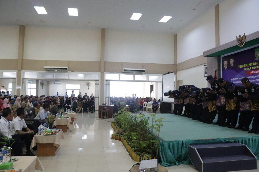 Sanggar Kebudayaan Satpam Putra Tidar Perkasa - tampil dalam acara pembukaan pelatihan