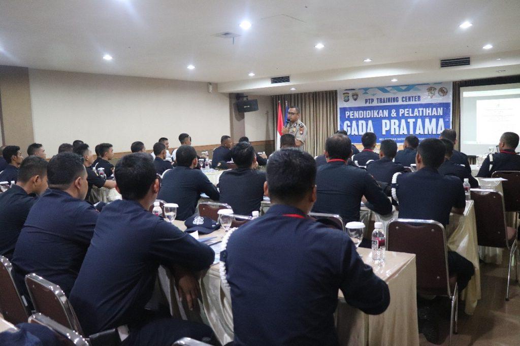 pelatihan satpam gada pratama - PTP Training Center - Instruktur Binmas Polda Kepri latih para Satpam level Gada Pratama