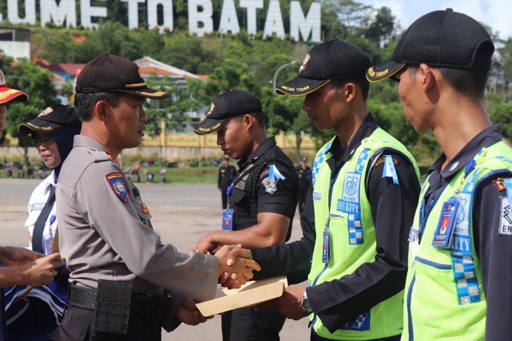 Apel OPS Ketupat Tidar 2019 - Jasa Pengamanan PT. Putra Tidar Perkasa - Pemberian Penghargaan kepada Satpam berprestasi