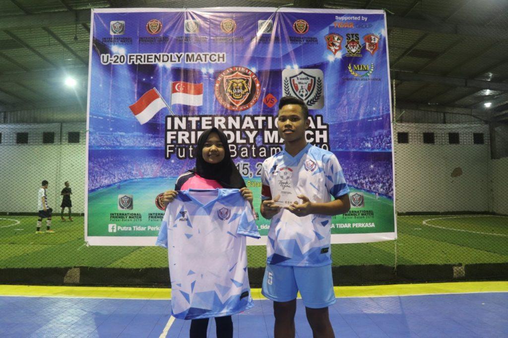 Tanding persahabatan internasional futsal Batam 2019 - Cenderamata - Putra Tidar Perkasa