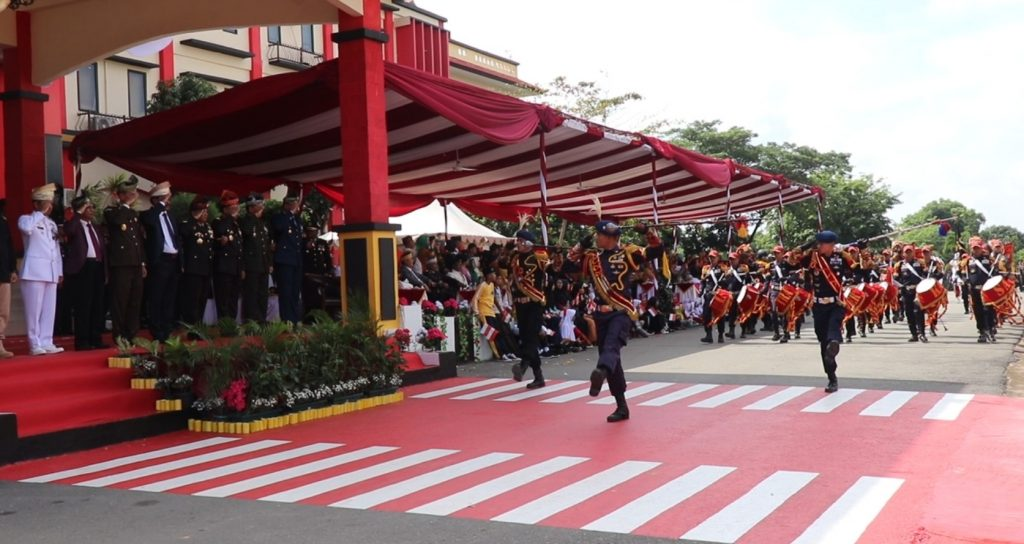 Drumband-Satpam-Canka-Putra-Perkasa-tampil-pada-HUT-Bhayangkara-ke-73-tahun-2019-di-Mapolda-Kepri-10-juli