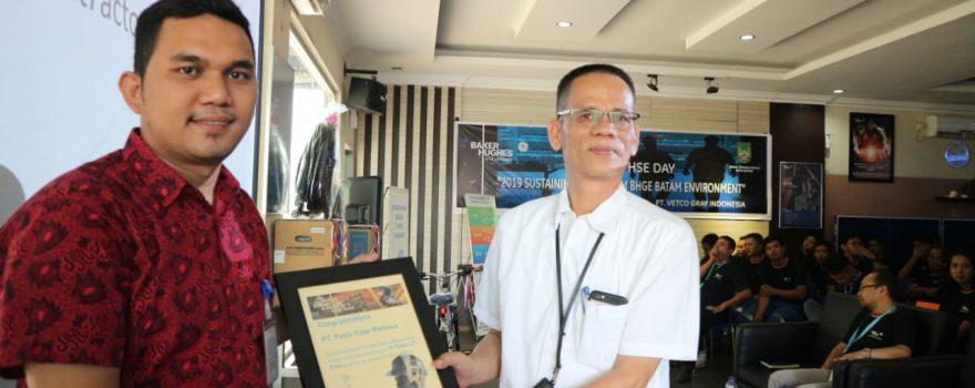 Jasa Pengamanan - PT. Putra Tidar Perkasa Terima 5 Years LTI dari Vetcogray Indonesia