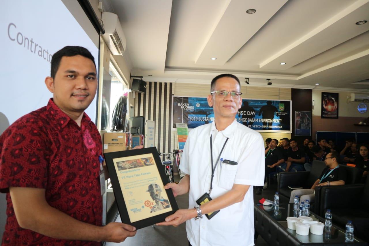 Read more about the article PTP Dukung Program HSE,  Raih 5 Years LTI Free dari Vetcogray Indonesia