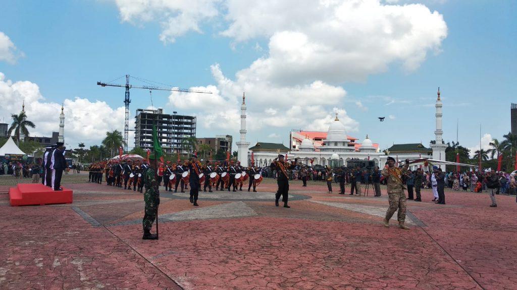 Drumband-Satpam-Canka-Putra-Perkasa-iringi-Defile-Pasukan-HUT-TNI-ke-74