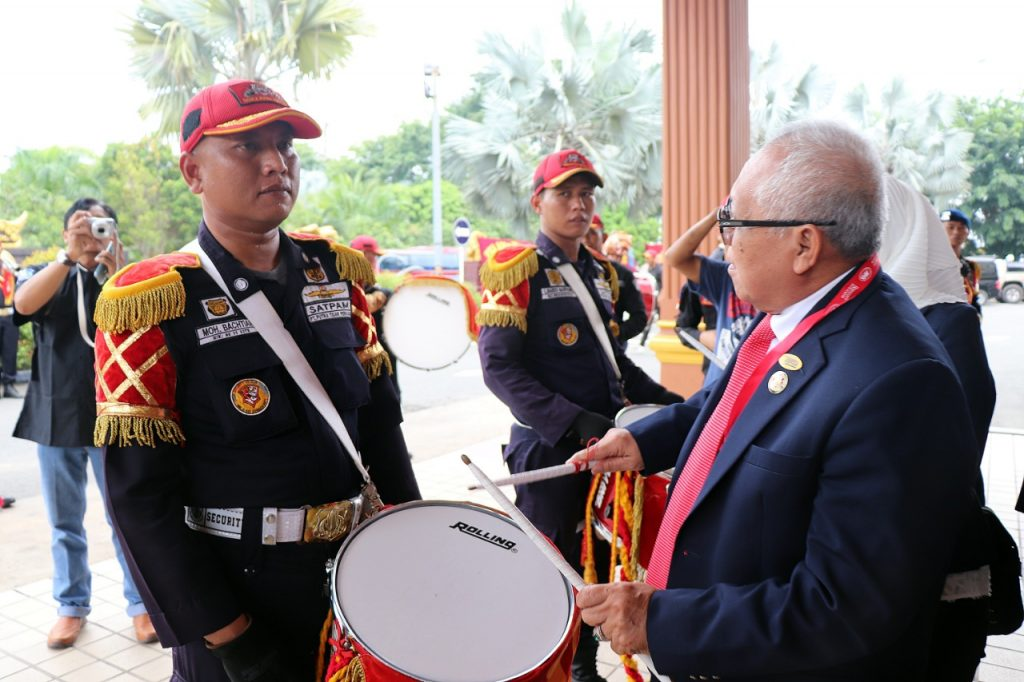 Ketua-APSI-berfoto-bersama-Drumband-Satpam-Canka-Putra-Perkasa