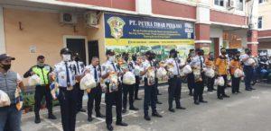Kembali PTP Bagikan Sembako Ringankan Beban Hidup Anggotanya Terdampak Covid-19