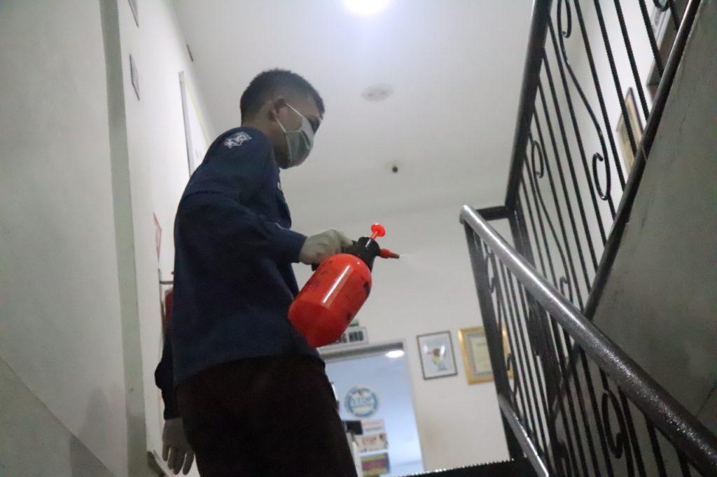 Perusahaan Batam terapkan penyemprotan cairan disinfektan