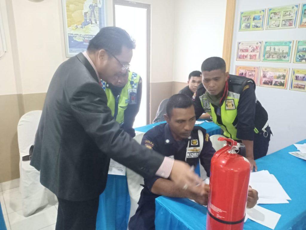 Pelatihan Petugas Kebakaran di Batam