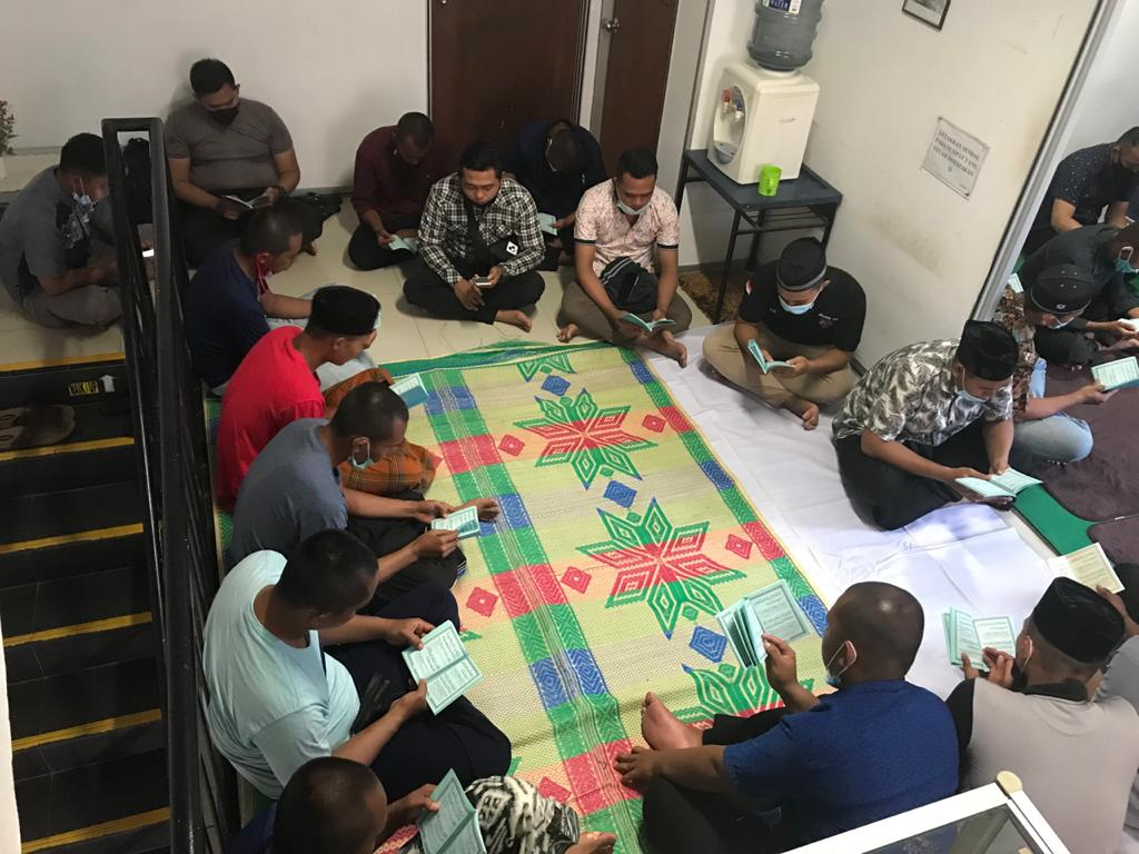 Yasinan dan doa bersama Satpam PTP -   (3)