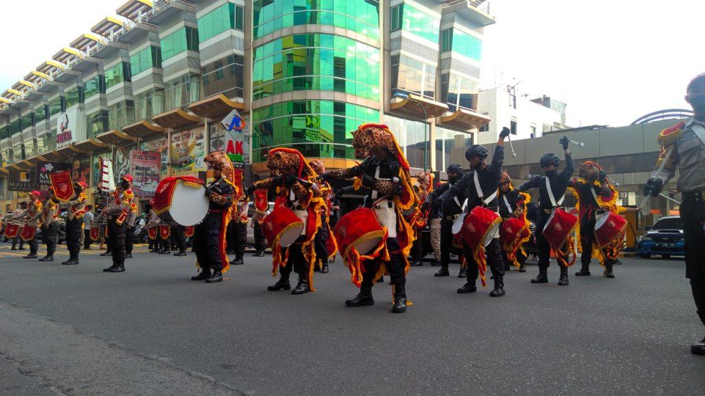Drumband Satpam Canka Putra Tidar Perkasa tampil di Nagoya Hill Mall - (3)